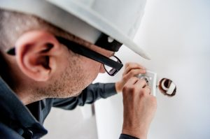 Picture of an electrician carrying out an electrical repair service