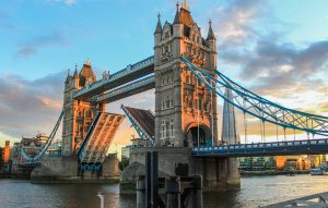 a picture of tower bridge in London, the home to London Electricians and their team of emergency electricians